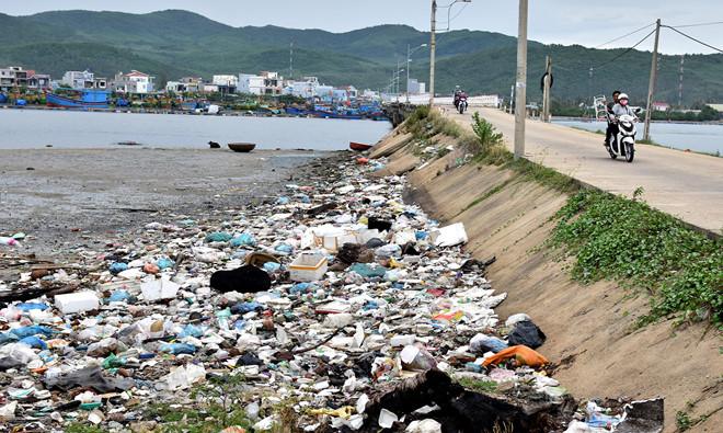 Chất thải sinh hoạt gây ô nhiễm môi trường nặng nề